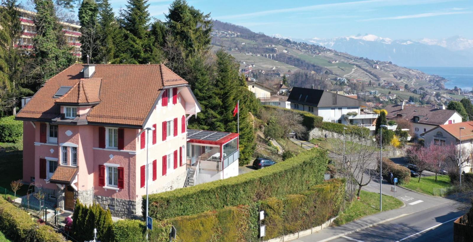 La Conversion - Close to the center, 350 m² property with stunning views